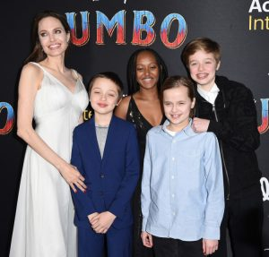 Jolie-with-her-children-at-dumbo-premiere