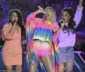 taylor-swift-performs-onstage-at-2019-iheartradio-wango