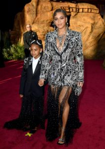 the-lion-king-world-premiere-beyonce-and-blue-ivy-carter-twin-in