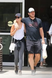 chris-pratt-katherine-schwarzenegger-look-over-lunch-in-L.A