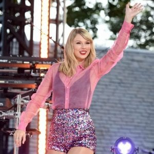 Taylor-Swift-releases-album-track-lover