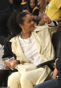 Rihanna_who_s_currently_dating_Saudi_Arabian_businessman