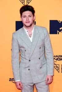 Niall-Horan-red-carpet