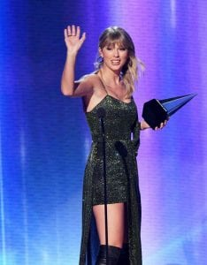 Taylor-Swift-breaks-Michael-Jackson-Record-at-amas-2019