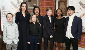 Angelina-Jolie-ready-to-destroy-Brad-Pitt-for-she-feels-he-using-their-children-public-sympathy